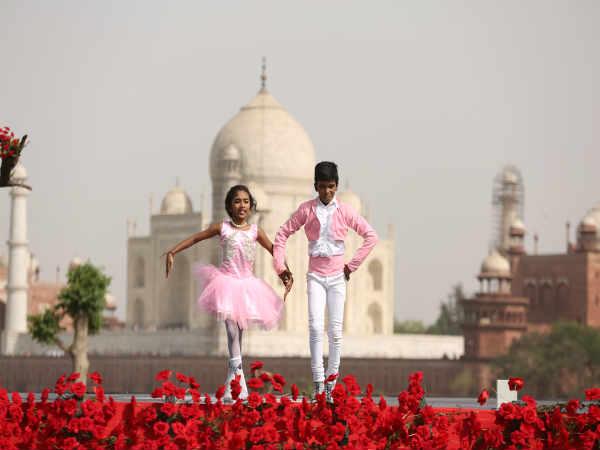 ಚಿತ್ರಪುಟ; ತಾಜ್ ಮಹಲ್ ಮುಂದೆ ಹೆಜ್ಜೆ ಹಾಕಿದ 'ಸುವರ್ಣ' ಸ್ಪರ್ಧಿಗಳು ...
