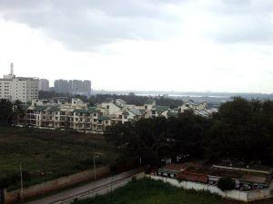 1024px-Humming Bird Suites and Bellandur_lake