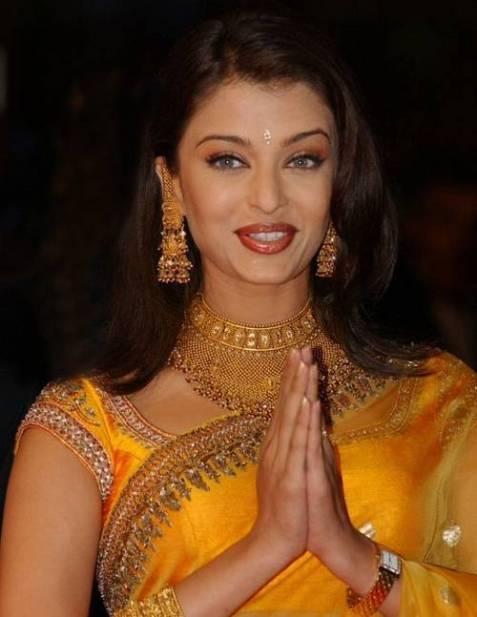 aishwarya-rai-in-bridal-hot-saree-aamna-shariff-photos