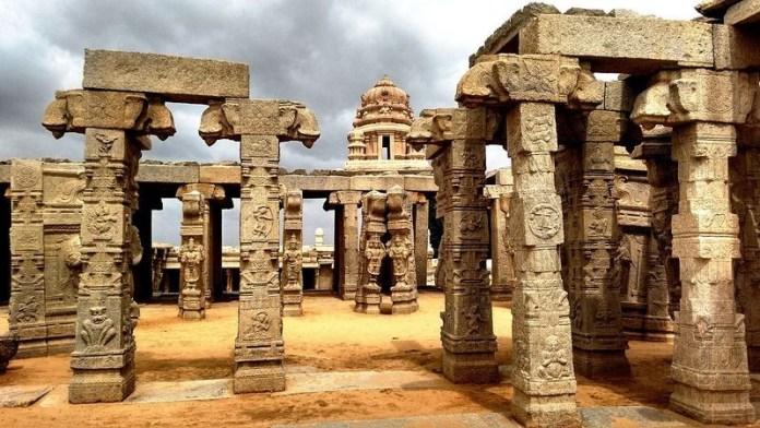 lepakshi-temple-hanging-pillar-12