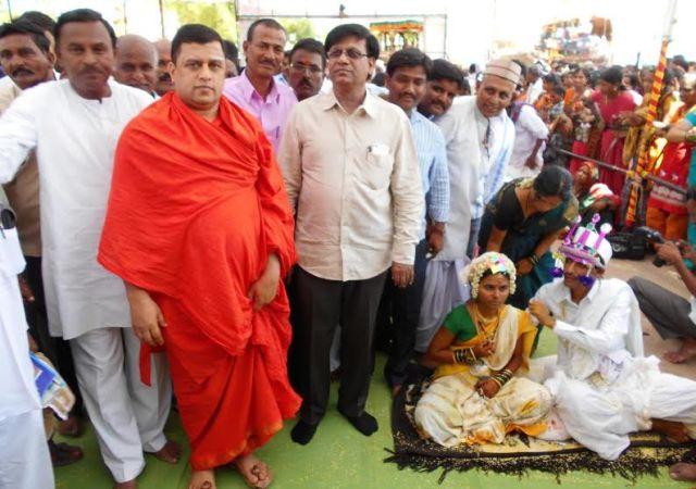 yelburaga-swamiji-basavaraj-rayaraddy
