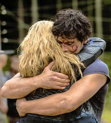 "The 100 -- ""Human Trials"" -- Image: HU205B_0291 -- Pictured (L-R): Eliza Taylor as Clarke, Bob Morley as Bellamy and Marie Avgeropoulos as Octavia -- Photo: Cate Cameron/The CW -- © 2014 The CW Network, LLC. All Rights Reserved"