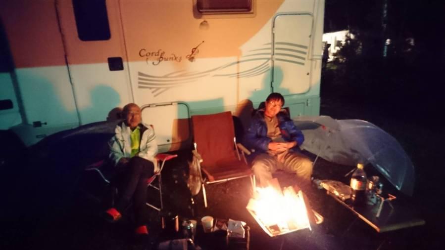 合唱の森 中尾キャンプ場 雨の中のキャンプ・焚火・バーベキュー キャンピングカーレンタル滋賀カノアカーレンタル