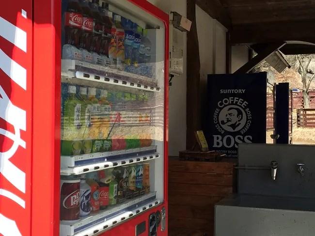 ウエストリバーオートキャンプ場の炊事棟にある自動販売機