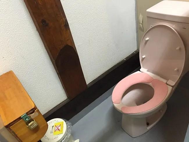ウエストリバーオートキャンプ場のトイレの個室