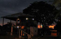 57 - Anochecer desde el malecón de Zapotillo y la cebichería Don Mechas (Ecuador, enero 2013)