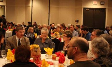 Kevin Ediger, Judy Hostetler enjoying dinner at the KAA-KAAA convention.