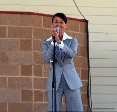 Yve Rojas competing in the 2015 Kansas Auctioneer finals.