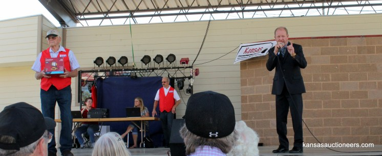 Donnie Stumpff competing in the 2015 Kansas Auctioneer finals.