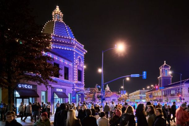 Holiday lighting ceremonies in Kansas City - Country Club Plaza Lights