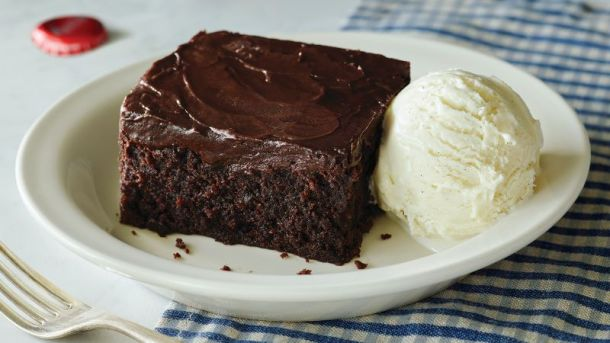 Kansas City Veteran's Day Deals - Piece of chocolate cake and scoop of vanilla ice cream from Cracker Barrel