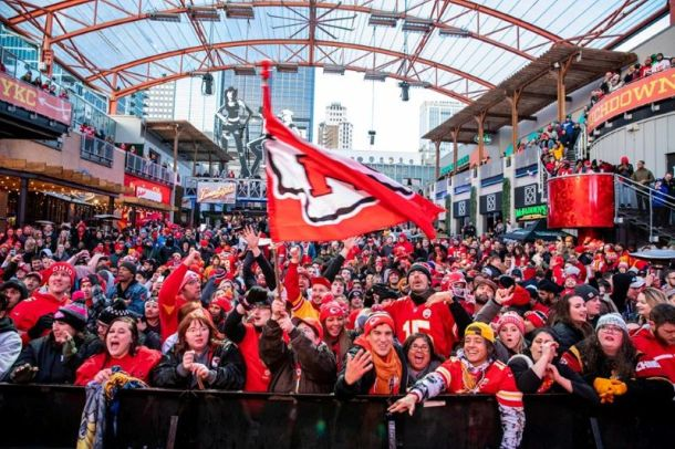Super Bowl watch parties in Kansas City - crowd at KC Live Block