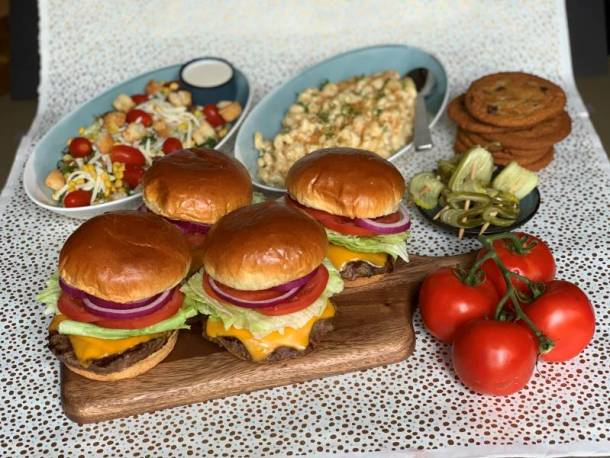 Houlihan's Labor Day Specials - To-Go Burger Kits
