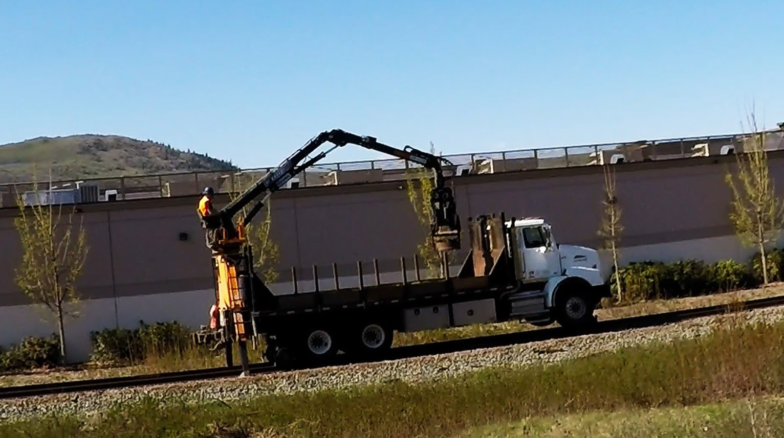CN RAIL TRACK MAINTENANCE -- Western Star Truck Road/Rail Transition