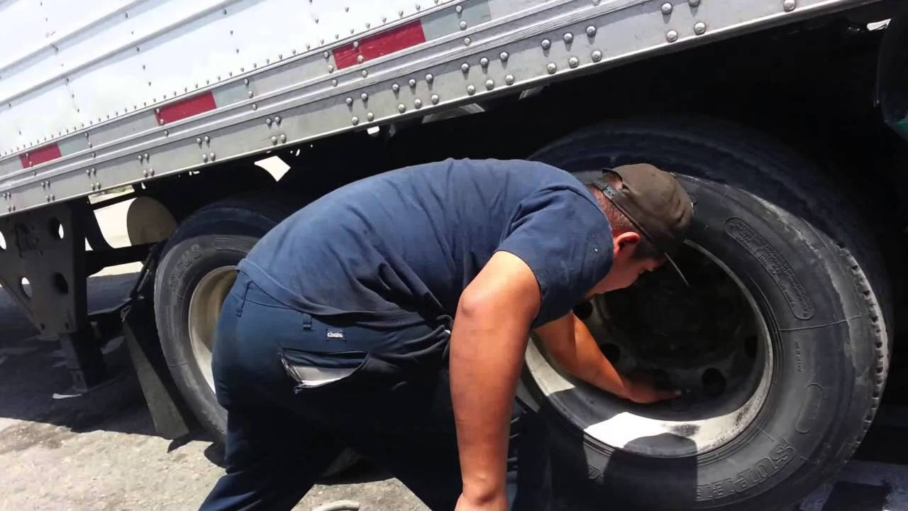 Flat Tire Repair Tractor trailer Heavy duty trucks roadside assistance East Point, GA 404 399 3474
