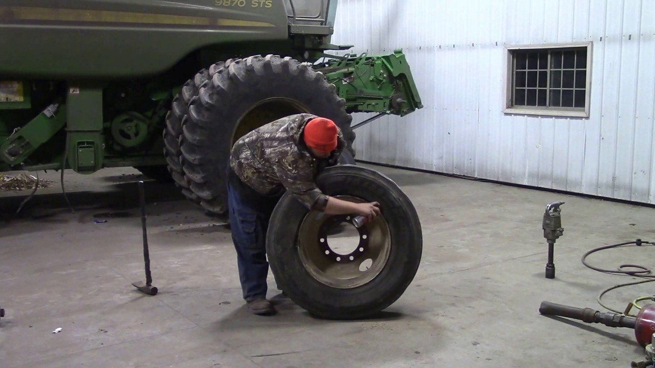 How to change a semi tire with a blue cobra tire bar from ken tool