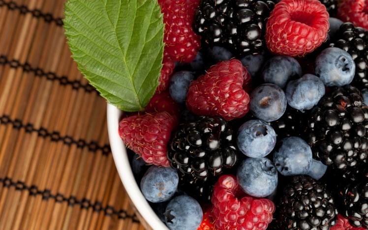 3969892-berries-wallpapers