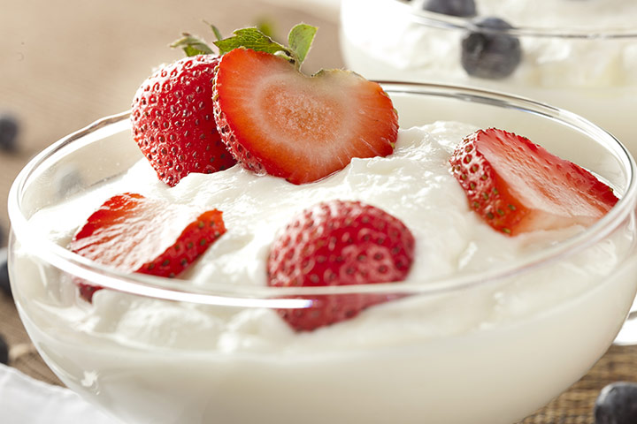 Strawberry-With-Greek-Yogurt