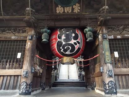Puerta Niomon, fue construida en el año 1830. La puerta está formado por 8 pilares y guarda en su interior 4 deidades guardianas consagrados.
