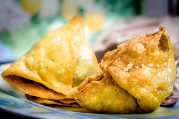 Aaloo samosa Delhi street food