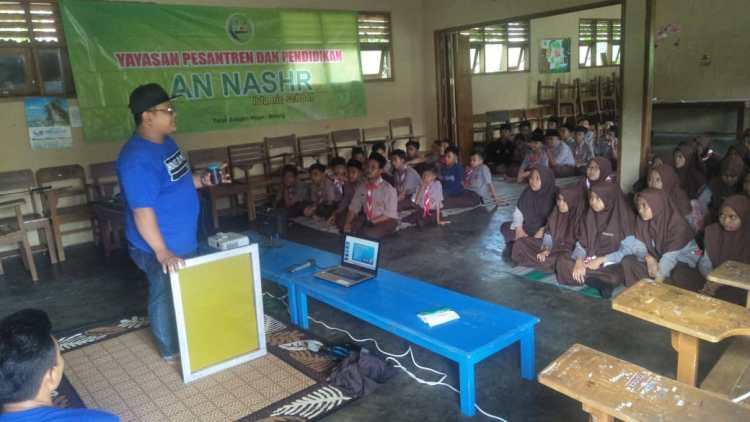 Kaos 3D Malang mengadakan Workshop Sablon di PP. An-Nashr Malang