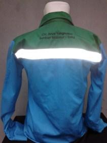 Bagian belakang kemeja