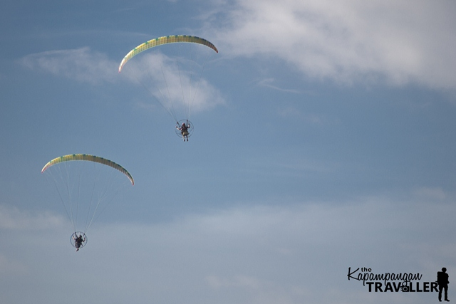 Skydivers in action