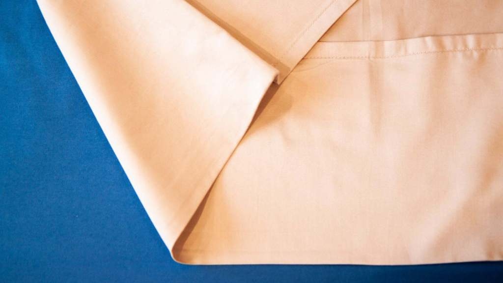 Deep pillow envelope closures