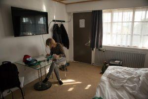 222-me-in-the-rotarua-motel-room