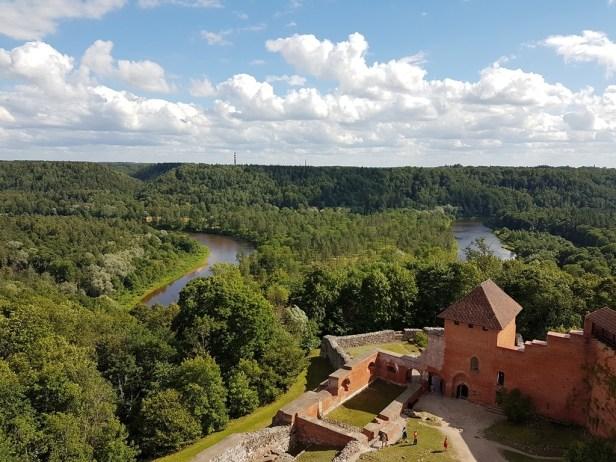 uitzicht uit toren kasteel Turaida