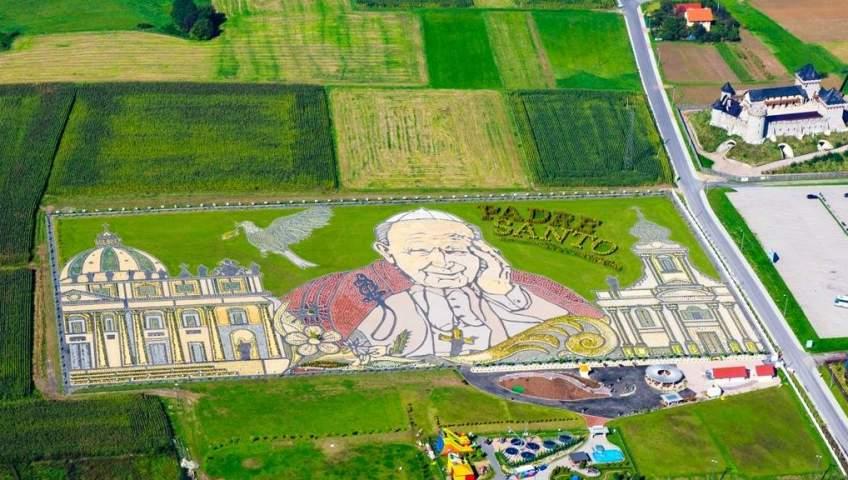 Grupa Kapias - Ogród Jana Pawła II w Inwałdzie