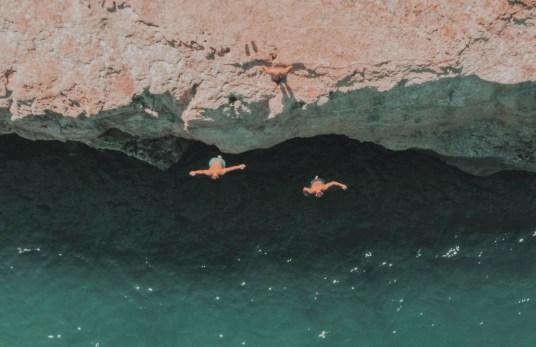jumping-off-water-friends-splilies-beach-rethymno-crete-greece
