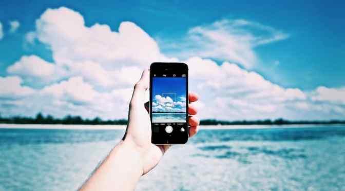 beach-cellphone-close-up-861132