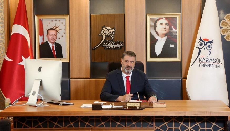 "Rektör Polat'tan ""30 Ağustos Zafer Bayramı""nı kutladı"
