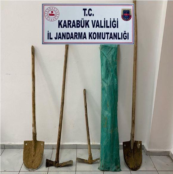 Karabük'te kaçak kazı yapan iki kişi suçüstü yakalandı