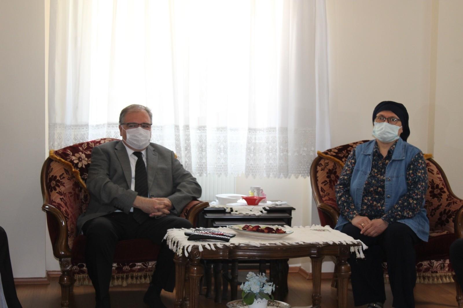 Kaymakam Türköz, Şehit Öğretmen Aybüke Yalçın'ın ailesini ziyaret etti