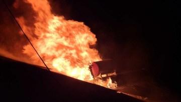 Garajda başlayan yangın çatıyı sardı
