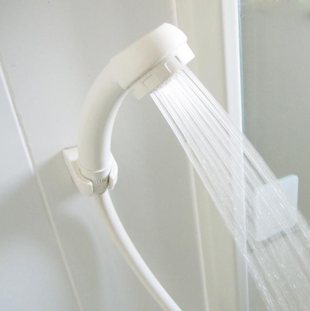 朝シャワーが髪の毛に与える影響と美髪のポイント