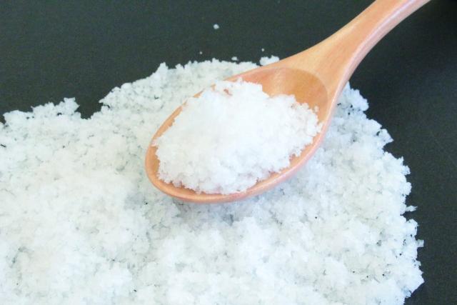 アトピーはお風呂に塩を入れると改善の可能性あり!?塩風呂の効果