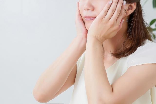 顔が炎症で腫れるのはなぜ?原因となる病気・対処法