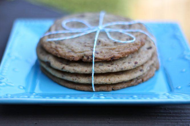 Giant Chocolate Chip Cookies - www.karainthekitchen.com