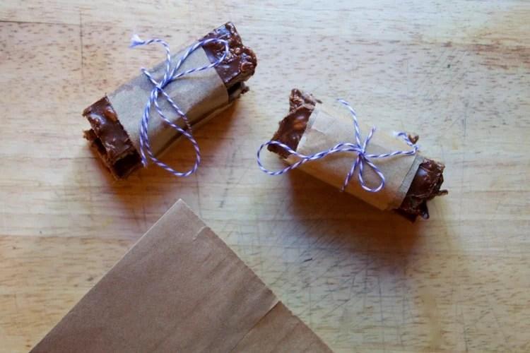 No Bake Almond Joy Bars | The Foodie Dietitian @karalydon