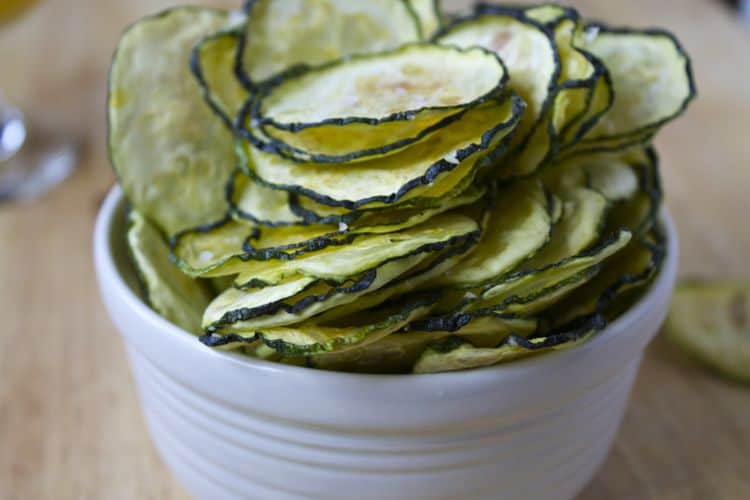 Dehydrated Zucchini Chips | The Foodie Dietitian @karalydon