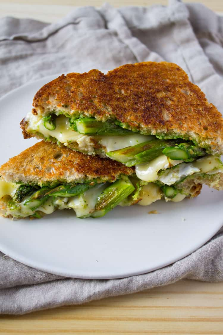Asparagus and Brie Grilled Cheese with Arugula Pesto | @TheFoodieDietitian