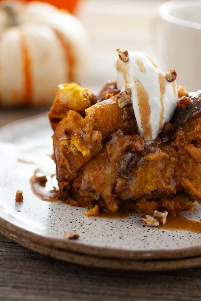 This slow cooker pumpkin bread pudding makes pumpkin pie look BOR-ING. Spice up your Thanksgiving table with a new pumpkin-laden dessert that everyone will die for. #pumpkin #dessert #thanksgiving #breadpudding
