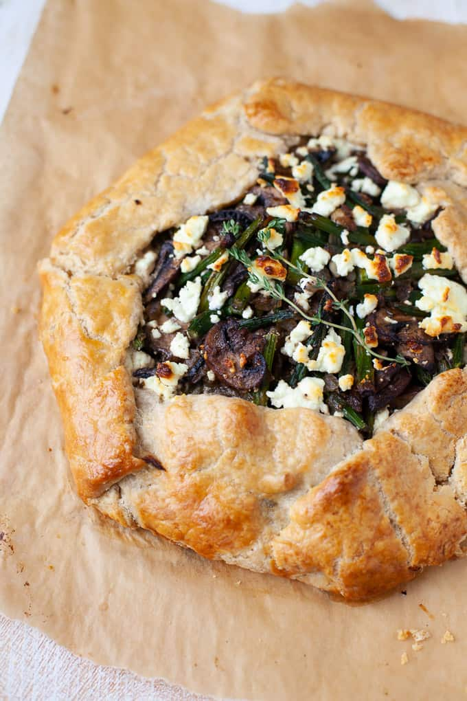 The perfect dinner to use up your spring vegetables, this asparagus and mushroom galette with goat cheese is basically a homemade fancy pizza pie. #mushroom #asparagus #vegetarian