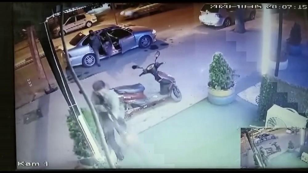 Karaman'da silahlı saldırıda 3 kişi yaralandı, o anlar güvenlik kamerasına yansıdı