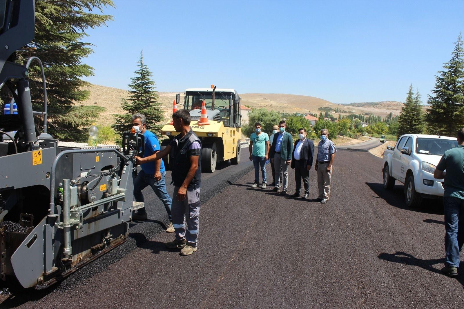 Karaman'da Dereköy köy yolu asfaltladı