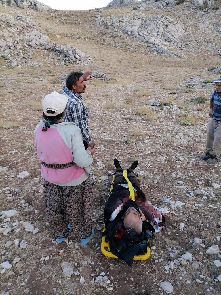 Kayalıklardan düşen ve ateş alan tüfeğiyle yaralanan çoban kurtarıldı