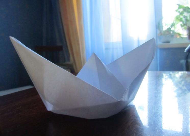 Как сделать кораблик из бумаги? Инструкция складывания бумажного кораблика своими руками этап 26
